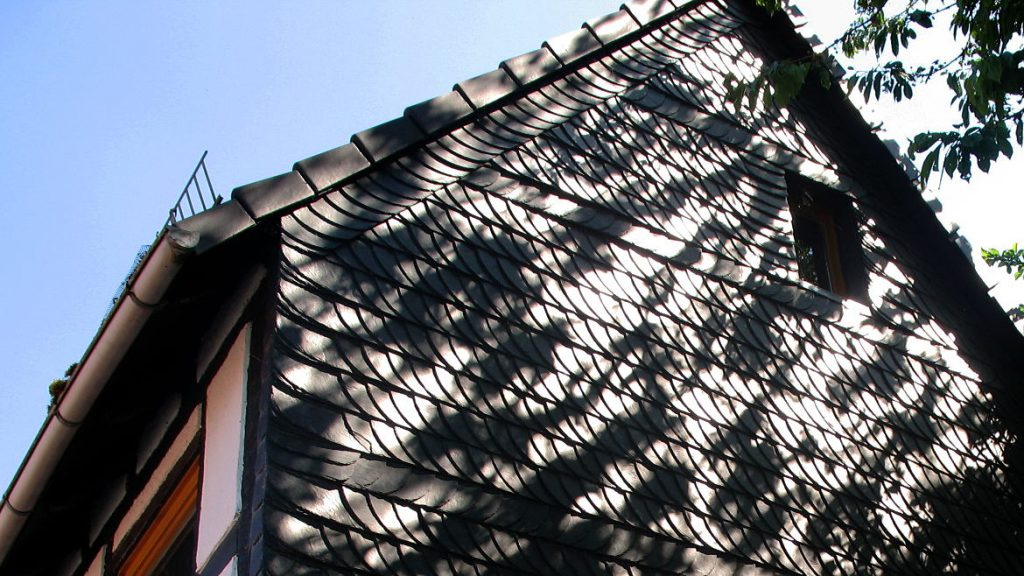 Schöne Schieferfassade an altem Fachwerkhaus