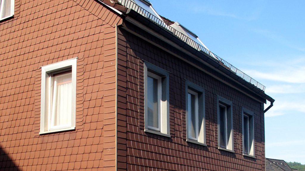 Fassadenbekleidung aus Faserzementplatten