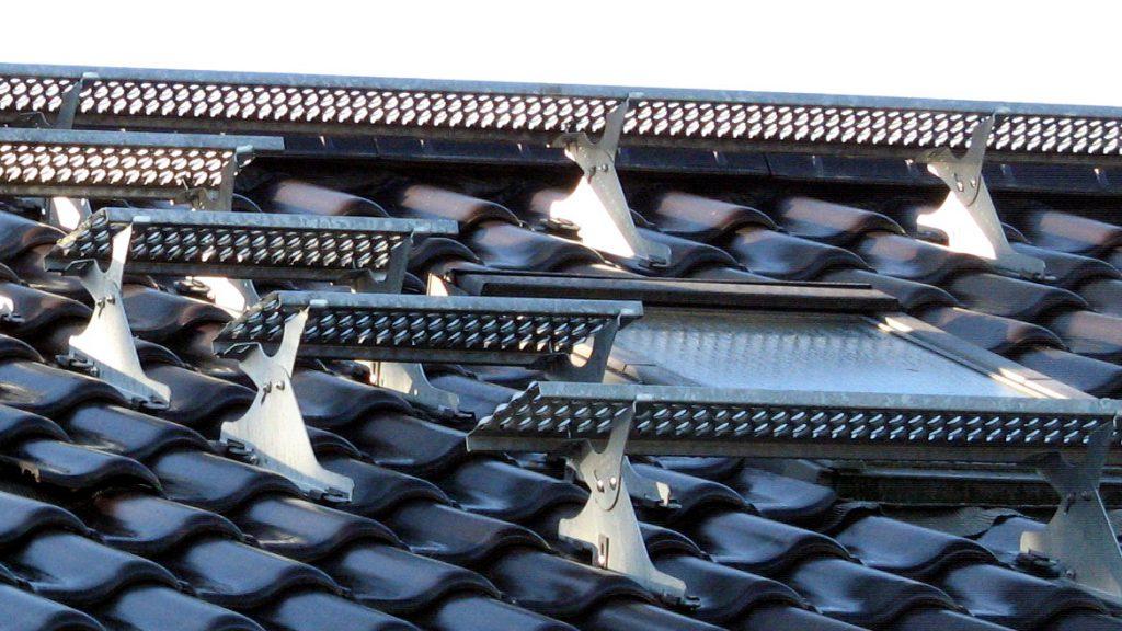 Laufrost und Dachtritte aus verzinktem Eisen
