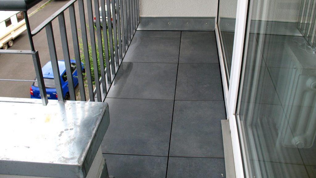 Terrassenplatten in anthrazitgrau