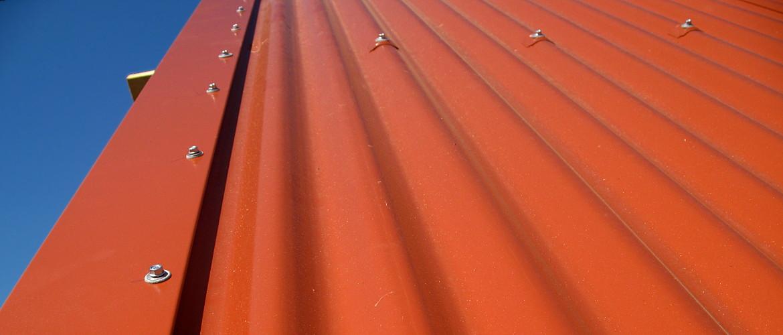 Neueindeckung eines Satteldaches, Fassadenbekleidung und Spenglerarbeiten - Scheune in Wiesbaden