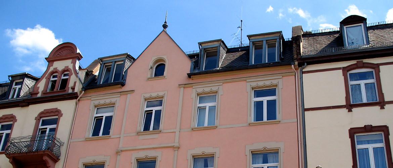 Dacheindeckung, Asbestentsorgung und Einbau von Wohnraumdachfenstern - Wohnhaus in Frankfurt am Main