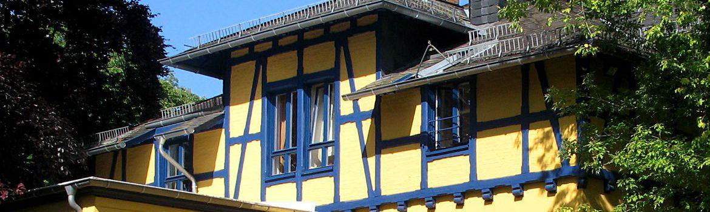 Erneuerung der Dachentwässerung und Arbeiten am Dachfuß - Wohnhaus im Main-Taunus-Kreis