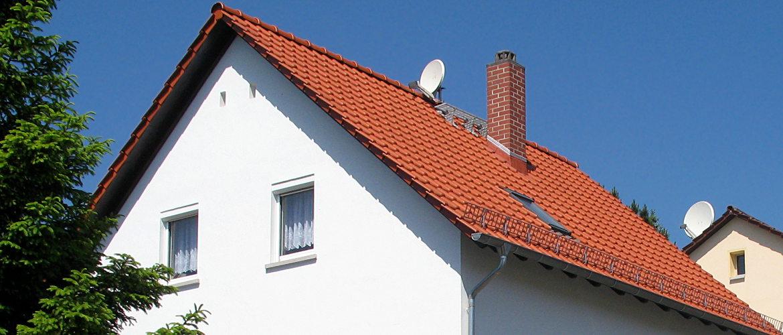 Umdeckung eines Satteldaches und Erneuerung der Dachentwässerung - Wohnhaus in Wiesbaden