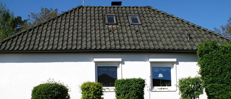 Energetische Sanierung, Einbau von Wohnraumdachfenstern und Spenglerarbeiten - Wohnhaus im Rheingau-Taunus-Kreis