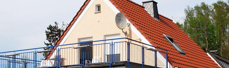 Sanierung von Dach, Terrasse und Balkon sowie Spenglerarbeiten - Wohnhaus im Rheingau-Taunus-Kreis