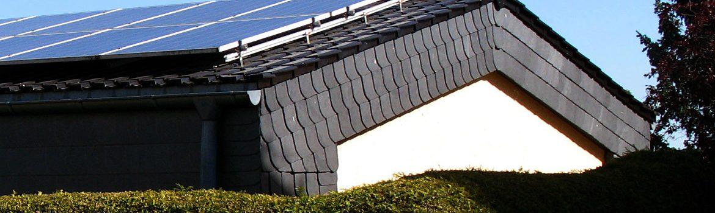 Neueindeckung eines Satteldaches mit geringer Neigung - Wohnhaus im Rheingau-Taunus-Kreis