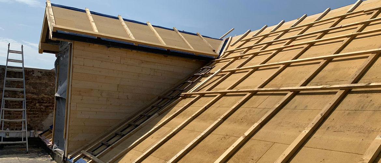 Max Vogel - Satteldachgaupe Holzunterbau