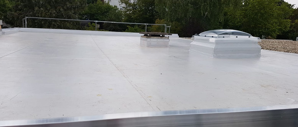 Einbindung Sichtkuppel in Flachdachsanierung Wiesbaden durch Max Vogel