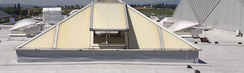 Dachsanierung in Hofheim. Eindichtung mehrerer Lichtkuppeln und Oberlichter - Max Vogel